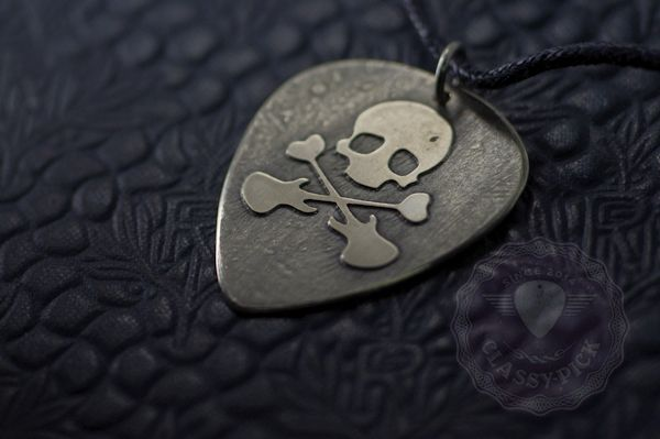 Skull-nickel-silver-metal-guitar-pick-necklace-