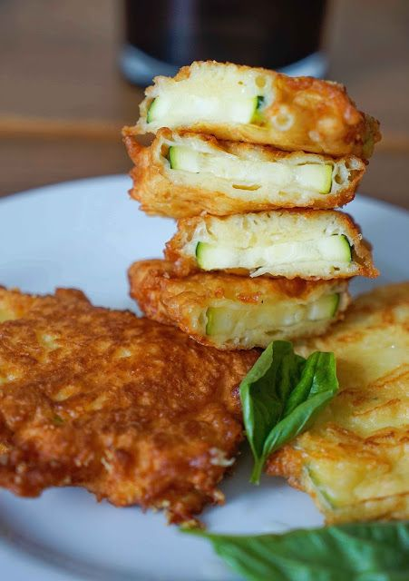 stuttgartcooking: Zucchini im Käse-Backteig mit kalter Tomaten-Sauce                                                                                                                                                                                 Mehr
