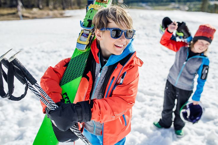 ReimaGO winter clothes have a special pocket for ReimaGO sensor. Attach the sensor and start monitoring your kids' activity!
