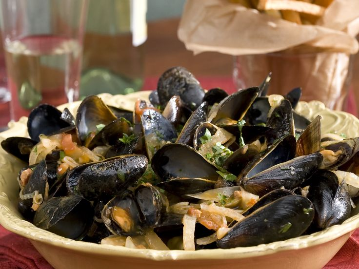 Steamed Mussels in a Tomato and Fennel Broth with Perfect French Fries ...