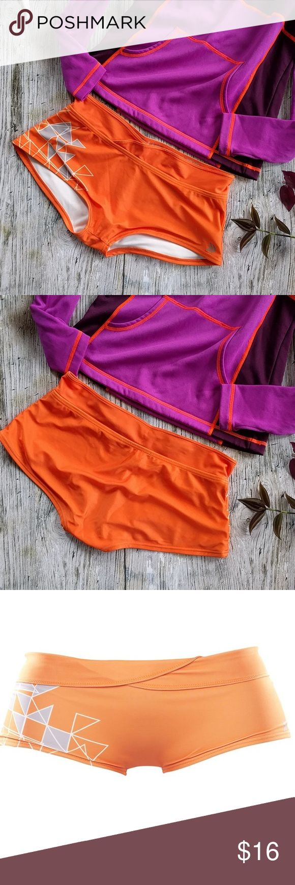 Dry Dudz mid-rise boy cut cheekini Bottom Dry dudz mid-rise boy cut cheekini Bottom  perfect for a sporty and active day on your board or the beach Size M Orange with gray and white geometric hip pattern Bottom ONLY Swim Bikinis