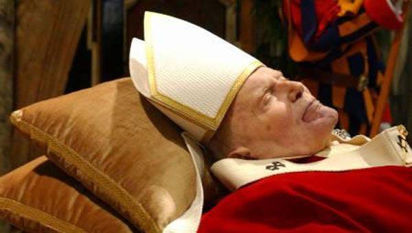 2 aprile 2005. Alle ore 21.37 il Paradiso richiamò dalla terra Giovanni Paolo II