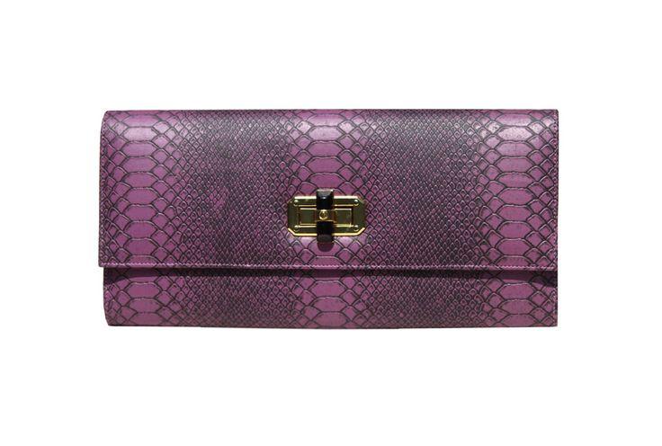 Poison Ivy 1D clutch bag #clutchbag #taspesta #handbag #clutchpesta #fauxleather #kulit #snakeskin #kulitular #animalprint #persegi #fashionable #simple #colors #purple Kindly visit our website : www.zorrashop.com