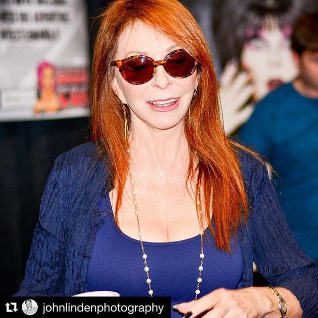 Elvira today looks great #Repost @johnlindenphotography 🕷 Geek'd Con 2016 #Elvira #cassandrapeterson  #johnlindenphotography #shreveport #geekdcon