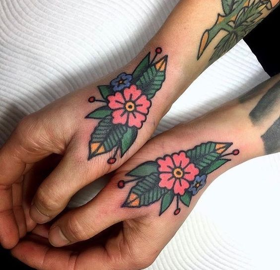 Small Traditional Tattoos: 40+ Great Old School Tattoo Ideas