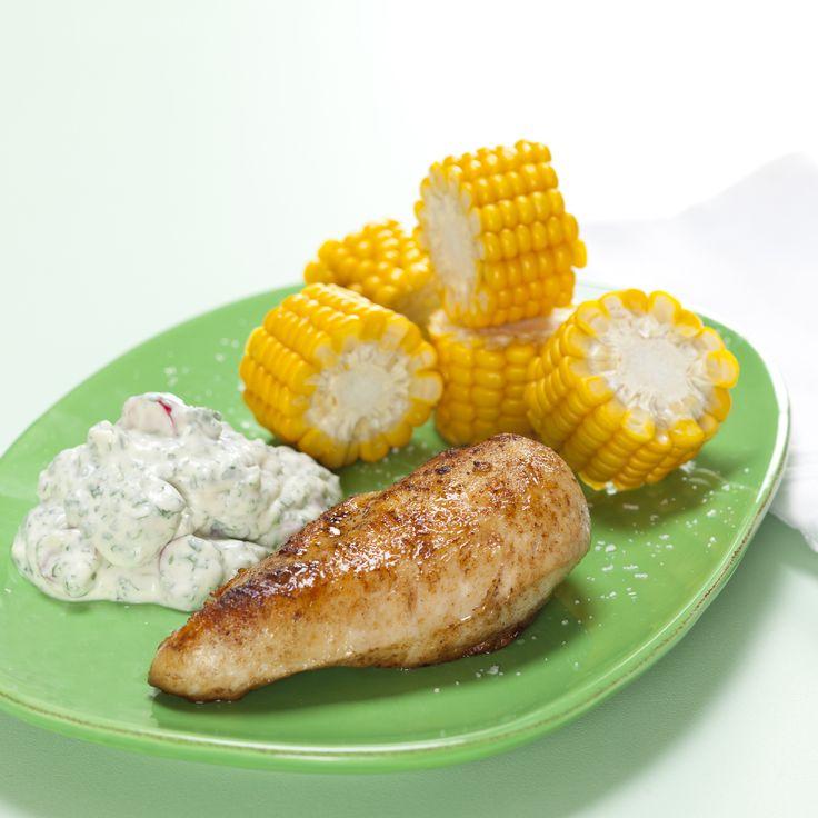Kylling med majs og kold urtecreme med radiser