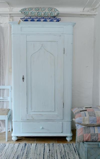 Butik Lanthandeln - Ett gammalt klädskåp i turkost 7200