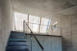 Camera Lucida: moderne Arbeitszimmer von Christian Tonko