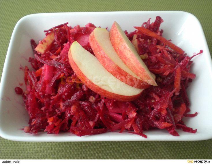 Syrovou očištěnou zeleninu najemno nastrouháme, přidáme na plátečky nakrájené jablko, promícháme, zakápneme olejem a citronem, můžeme dosladit...