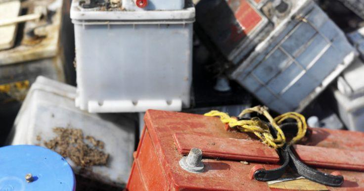 """Como a bateria gel funciona?. A bateria de gel é classificada como uma VRLA, do inglês, """"valve regulated lead-acid battery"""", a qual é uma categoria de baixa manutenção de baterias chumbo-ácido. Esses tipos de baterias são pré-lacradas, assim, não é necessário que seja verificado os níveis de água da mesma. A bateria de gel contém muito menos ácido do que as baterias ..."""