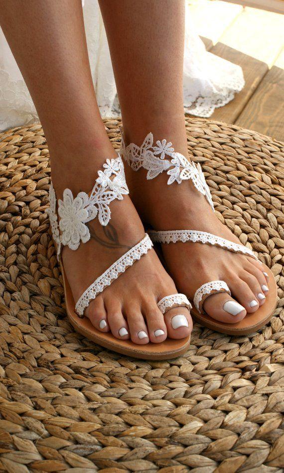 """Feito à mão / sandálias de renda / sandálias de noiva / sapatos de casamento / sandálias de casamento brancas / sandálias de renda plana / sandálias de praia / """"WILDFLOWERS""""   – schuhe"""