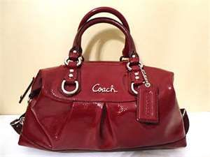 Coach factory outlet sale for coach factory online and in for Designer couch outlet