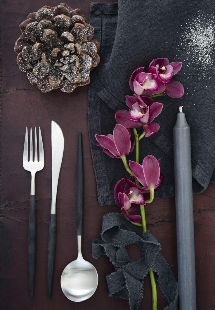 Lilla orkideer og store kogler