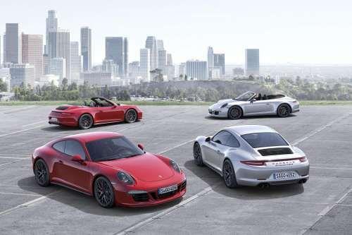 Porsche представил новый 430-сильный спорткар 911 GTS. Новый спорткар Porsche 911 GTS получил тонированные би-ксеноновые фары, черные вентиляционные отверстия двигателя и спортивную выхлопную систему с черными хромированными выхлопными трубами. А также более широкие задние