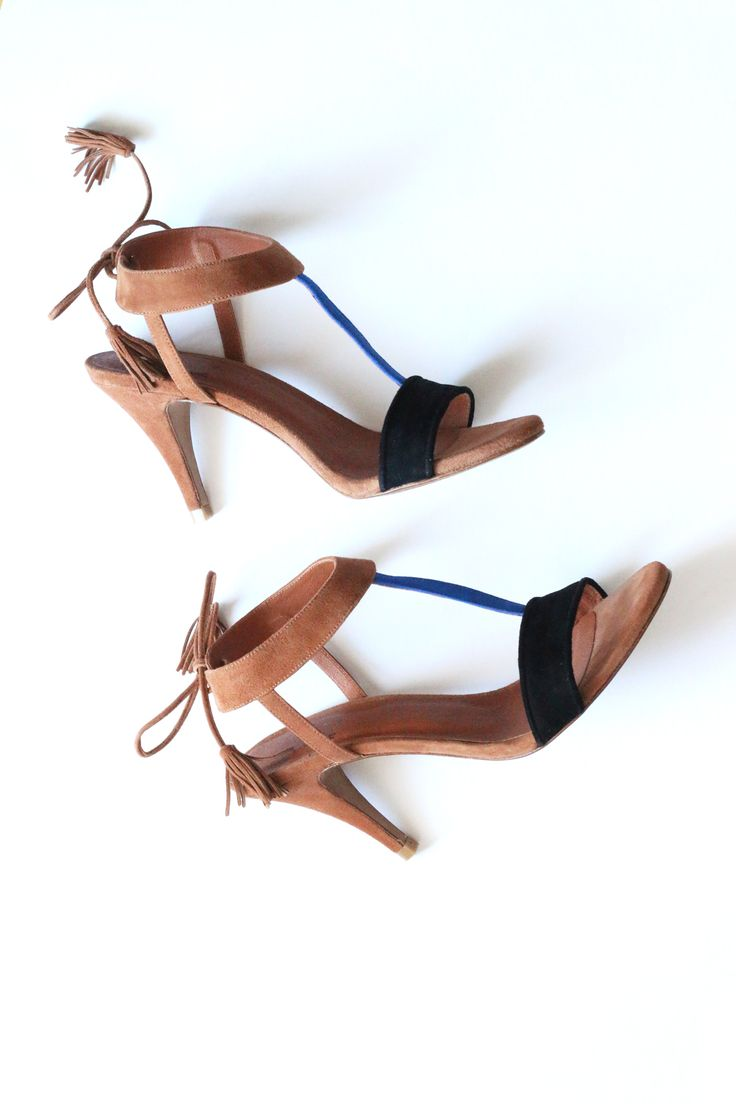Second hand: Suede leather sandals by the French brand Sézane on the online shop ATELIER 30.