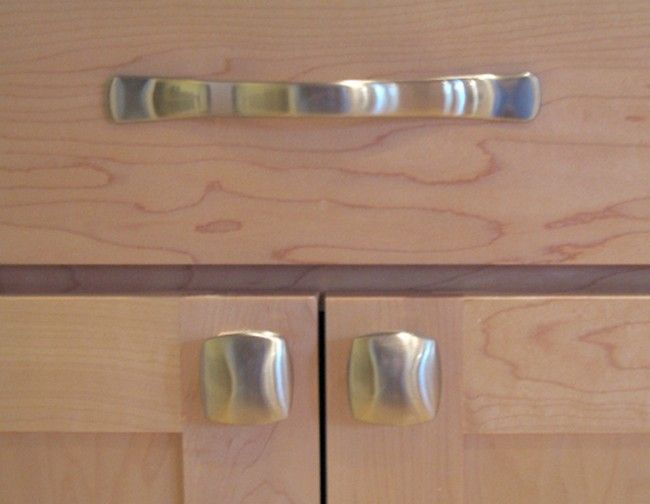 kitchen knobs verses pulls | Kitchen Cabinet Door Pulls