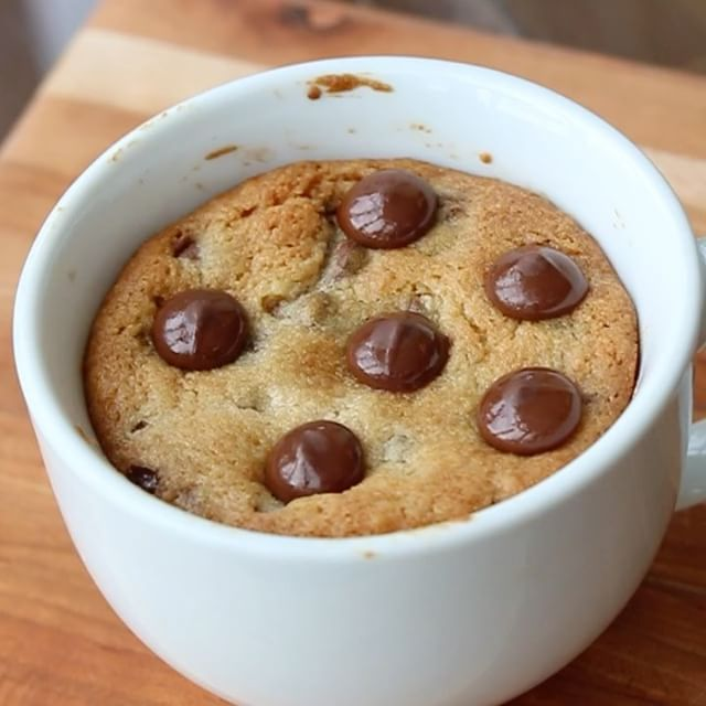 *wait till you see the end* Molten cookie in a mug!!! Recipe on snapchat: thenaughtyfork #PHAAT