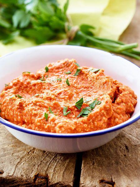 Sonnengereifte Paprika und leckere Walnuss vereint in diesem Dip, der am besten mit frischem Brot schmeckt.