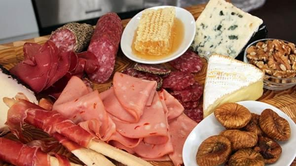 Charcuterie and Cheese Plate 101. Great idea for holiday parties! I LOVE ITALIAN snacks!
