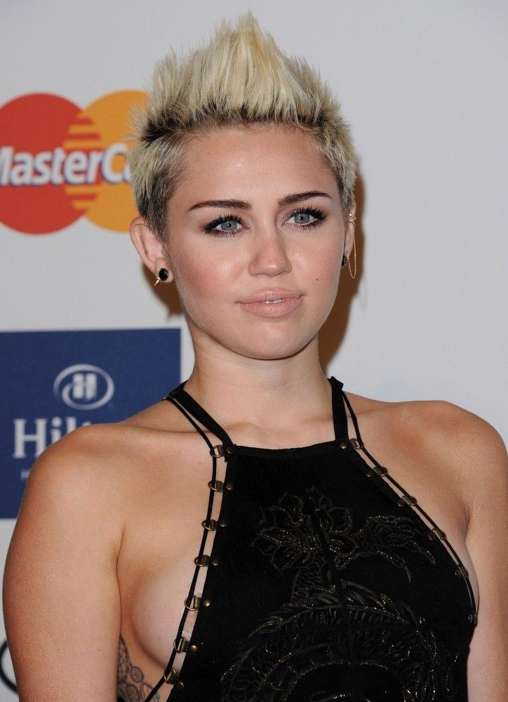 242 best Miley Cyrus images on Pinterest | Miley cyrus ... Miley Cyrus Grammys 2013
