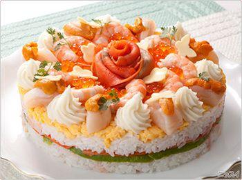 ケーキ型に「酢飯→具材→酢飯→飾り」の