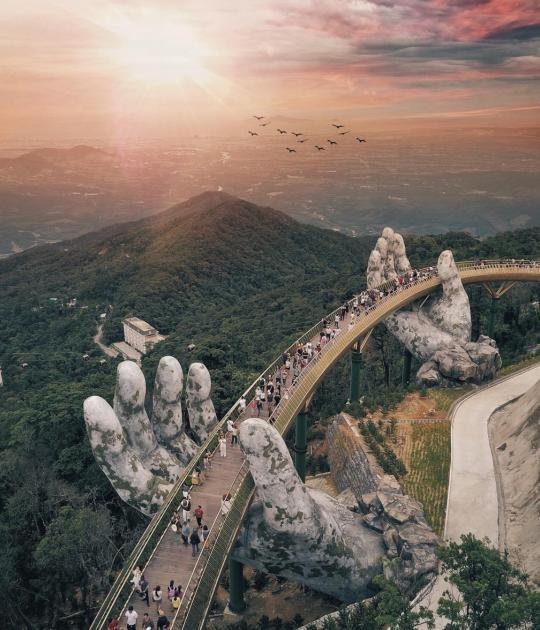Cầu Vàng: So spektakulär ist Vietnams neue Fußgängerbrücke – Crissi P.