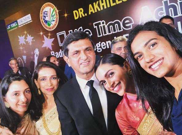 Spread the love Deepika Padukone is on cloud 9 as her dad has been bestowed with 'Lifetime Achievement Award' by the Badminton Association of India today. The Vice President of India presented the award to Prakash Padukone. Deepika Padukone, sister Anisha Padukone and mother Ujala Padukone accompanied Prakash Padukone at the event, held in Delhi. …