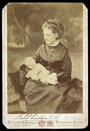Princesa Isabel, em foto de 1875, com um bebê