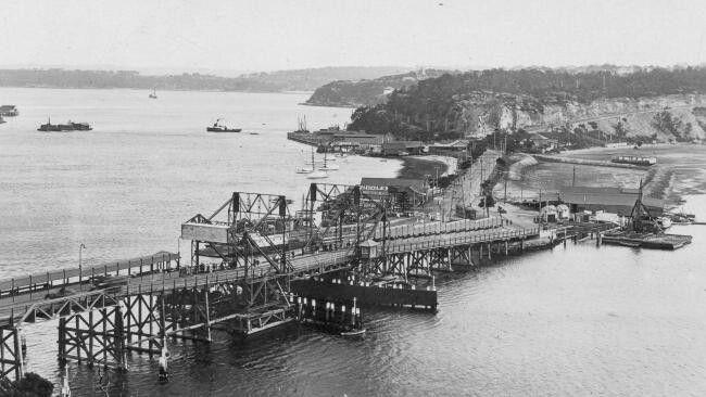 Construction of Spit Bridge between 1924 and 1928.