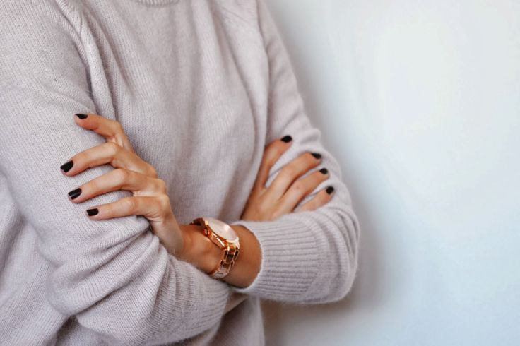 Black nails make this rose gold watch 'pop'