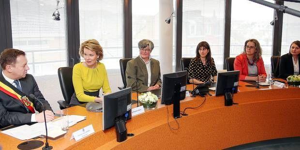 Douze femmes de la province de Namur ont rencontré la reine Mathilde. Jeune trentenaire créatrice et manager de l'entreprise namuroise Within, spécialisée dans le maquettisme d'architecture, Manuéline Caseau faisait partie des douze Namuroises qui ont rencontré la reine Mathilde hier après-midi dans les bureaux du BEP à l'occasion de la Journée internationale de la femme.© BELGA