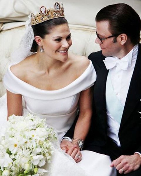 Happy 6th wedding anniversary to Crown Princess Victoria and Prince Daniel!  The Royal Wedding of Crown Princess Victoria of Sweden and Daniel Westling.    19 June 2010  #herroyaldanielvictoria  #herroyalwedding