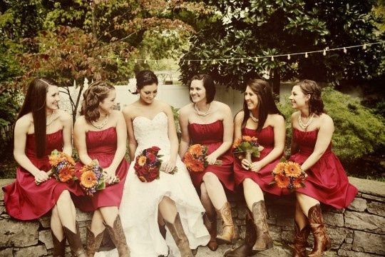 Robe rouge courte pour mariage + Brown Boots
