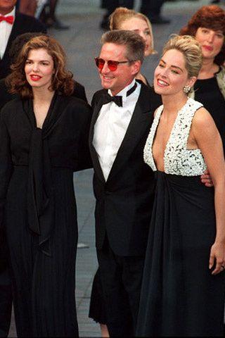 1992 es el año de Instinto Básico. En la 45 edición del festival triunfaron sus actores, Michael Douglas, Sharon Stone y Jane Tripplehorn.