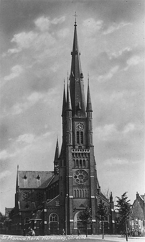Herenweg | St-Monicakerk 1960 | Tis nog wel geen zondag, maar even een kerk er tussen door (in 1977 gesloopt)