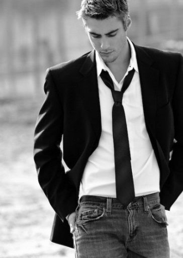 .Male Poses, White Shirts, Book Boyfriends, Men Style, Stylish Clothing, Colleen Hoover, Men Fashion, Casual Looks, Grooms Poses