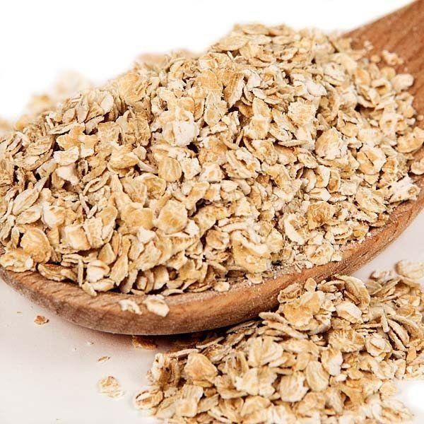 """Avena instantanea Tienda Oeste La avena es uno de los cereales más consumidos desde hace ya mucho tiempo, dado que por sus especiales cualidades tanto nutritivas como energéticas, se convirtió en la base de la alimentación de pueblos y civilizaciones. Por este motivo, la avena ha sido nombrada como la """"reina de los cereales"""", puesto que su contenido en proteínas, vitaminas, hidratos de carbono y nutrientes es mucho más rico que otros cereales comunes."""