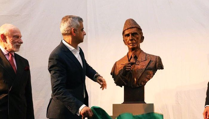 The Mayor of #London Sadiq Khan unveiled #Quaid-e-Azam Muhammad Ali #Jinnah's bust in the historic #British #Museum before it moves to its permanent home in Lincoln's Inn and said that he is #proud to unveil the #bronze bust of the #great Muhammad Ali Jinnah to #honor him.
