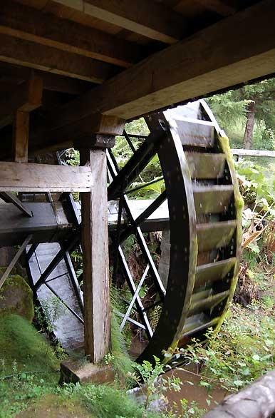 Museo Alemán - Frutillar. Antiguas ruedas para sacar agua