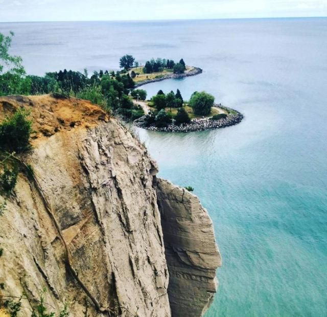 Scarborough Bluffs is a must-see destination for all travel photographers. Find out why it's on our list of 17 most Instagrammable places in Toronto, Canada.
