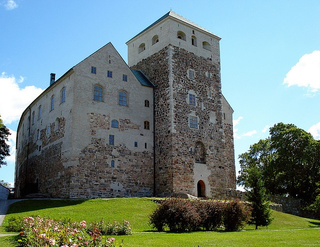Turku Castle was founded on an island on the estuary of Aurajoki River in the 1280s as the administrative castle of the Swedish Crown    Turku castle is the largest surviving medieval building in Finland, and one of the largest surviving medieval castles in Scandinavia. The layout of the castle consists of the Medieval keep and Renaissance bailey. The keep consists of a square fort with two square gateway towers; the thickness of the walls at the base is some 5 m.