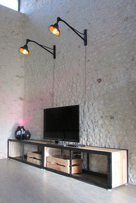 meuble télé DIY crée a partir des cotées d'une remorque, lampes d'éclairage publique rénovées