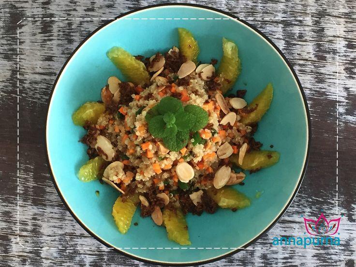 Estações: primavera, verão e outonoPorções: 4Validade: servir imediatamenteIngredientes1 1/2 xícara de quinoa cozida1/4 xícara de lascas de amêndoas torradas1/