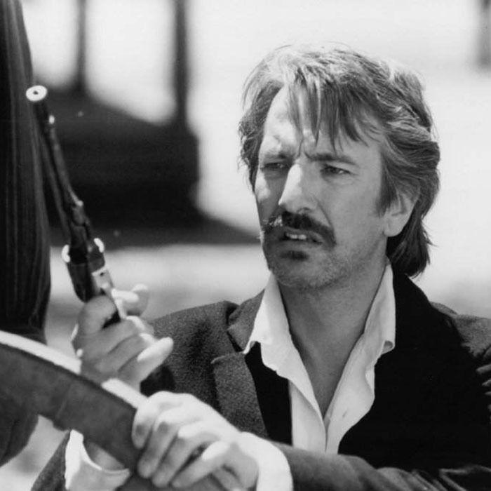 """Alan Rickman en """"Un Vaquero sin Rumbo"""" (Quigley Down Under), 1990"""