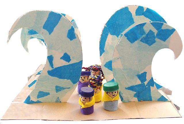 Splitting the Red Sea--diorama-style.Craft Kids, Sea Dioramas, Red Sea, Diy Crafts, For Kids, Sunday Schools, Kids Crafts, Passover Crafts, Sea Crafts