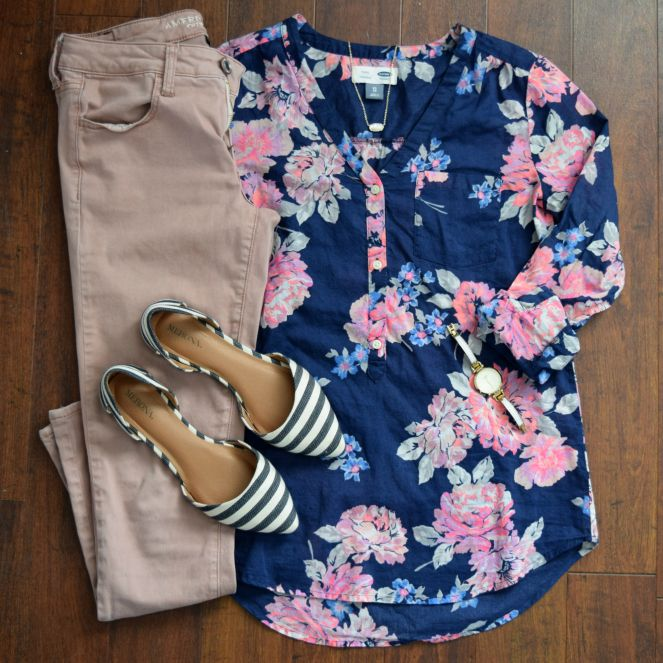 Floral top, pink skinny jeans, and stripe flats |www.pearlsandsportsbras.com|