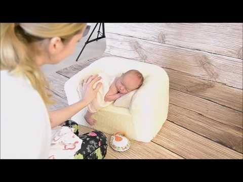 How easy is it to take photos of newborns? Take our couch :) #newbornposing #newbornsession #newbornphoto #newborninspiraiton #sesjanoworodkowa #pozycjonowanienoworodkow