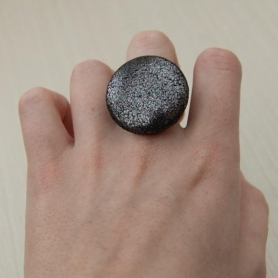 Metallic button ring