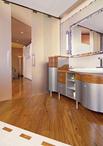 В последнее время все больше растет спрос на деревянный пол в ванной комнате.#Дизайн и #графика
