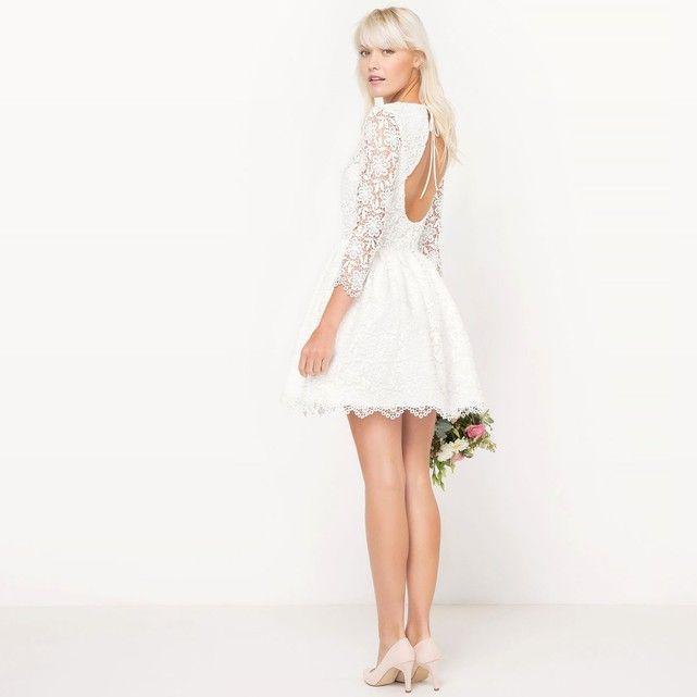Craquez pour cette robe courte de mariée, avec ses détails en dentelle et son dos travaillé !